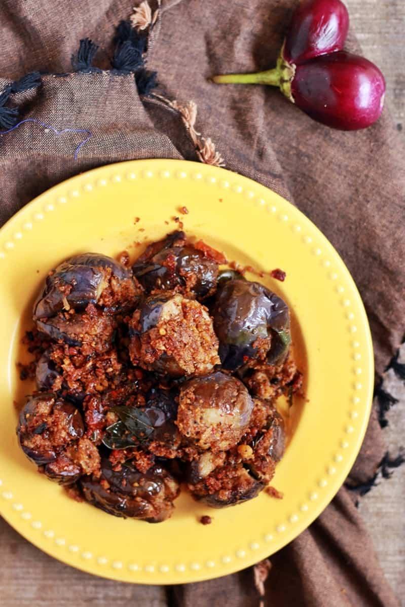 Stuffed eggplant curry recipe | Ennai kathrikai curry recipe