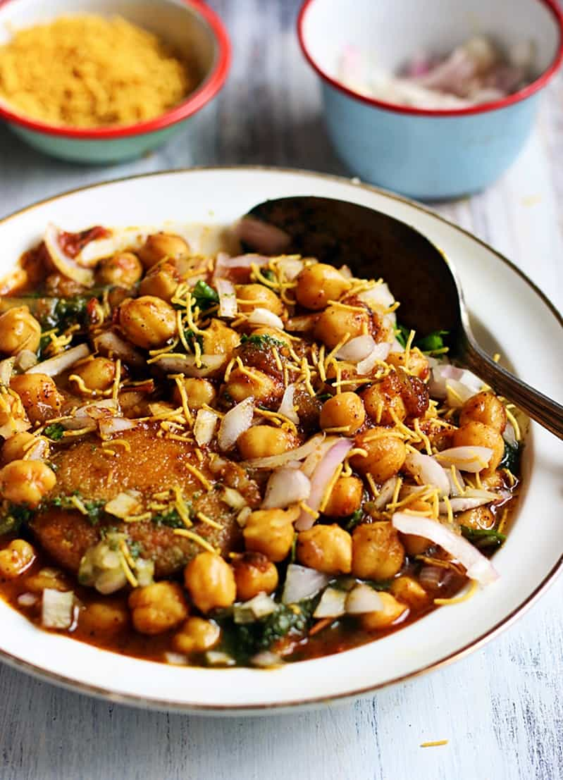 Aloo tikki chole recipe, how to make aloo tikki chole | chole tikki recipe