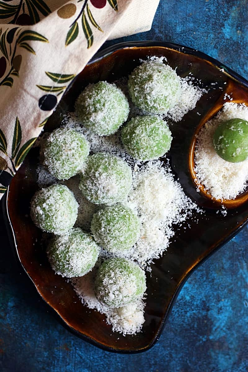 Paan ladoo recipe | How to make paan coconut ladoo | Coconut ladoo with paan leaves